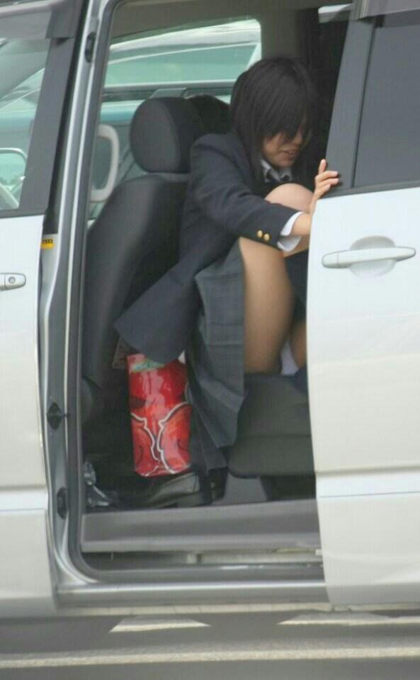 ムチムチした女子高生のマナ足太もものエロさは異常wwwwwwww gipUlOb