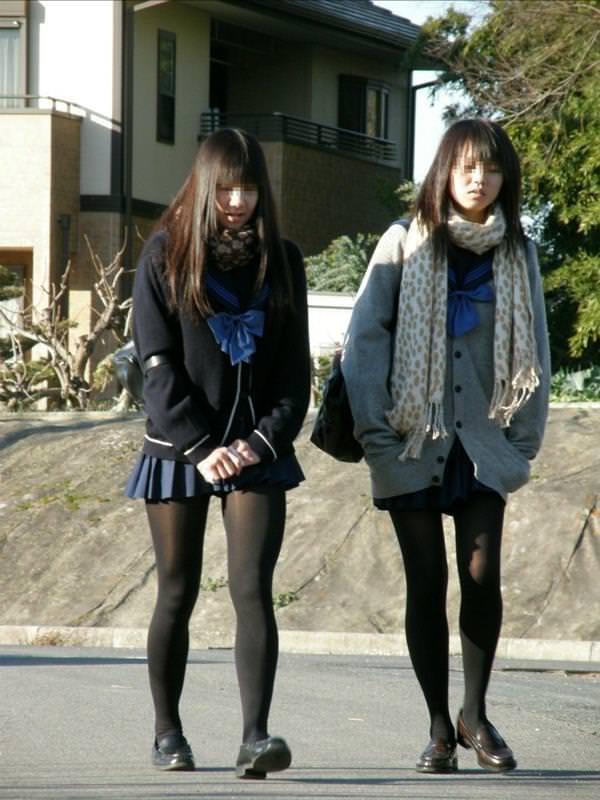 女子高生の街撮り黒パンスト!!寒い季節も楽しませてくれるJKストッキングwwwwww 01 8