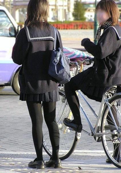 女子高生の街撮り黒パンスト!!寒い季節も楽しませてくれるJKストッキングwwwwww 02 1