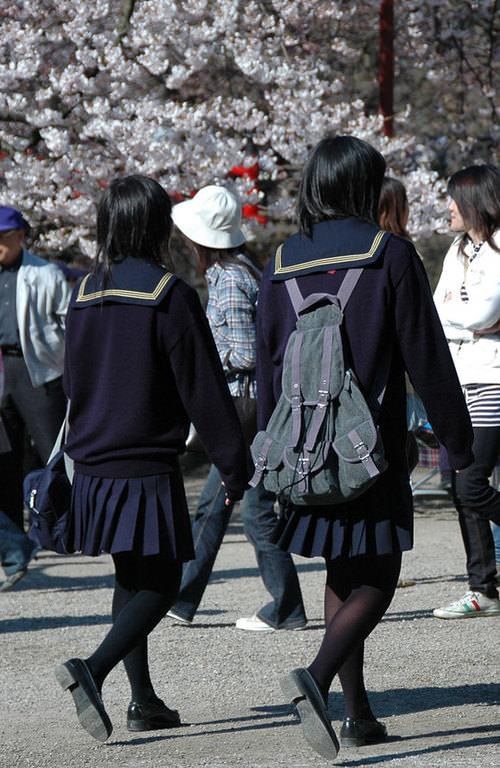 女子高生の街撮り黒パンスト!!寒い季節も楽しませてくれるJKストッキングwwwwww 03 1
