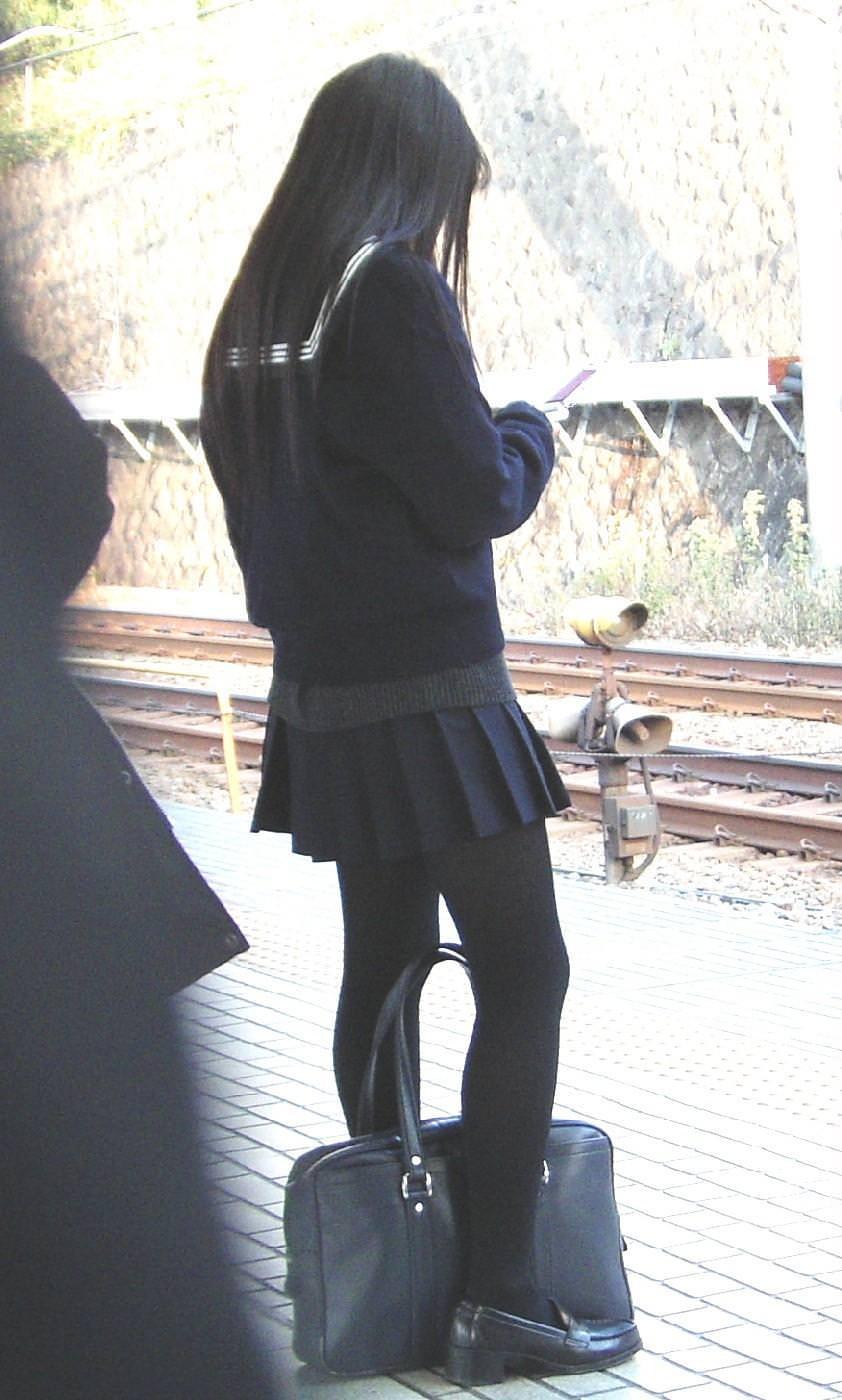 女子高生の街撮り黒パンスト!!寒い季節も楽しませてくれるJKストッキングwwwwww 05 1