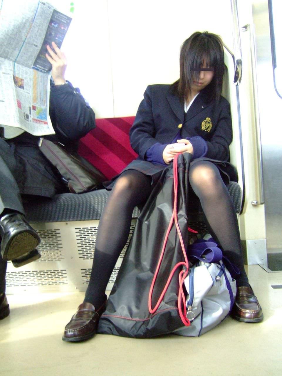 女子高生の街撮り黒パンスト!!寒い季節も楽しませてくれるJKストッキングwwwwww 06 1