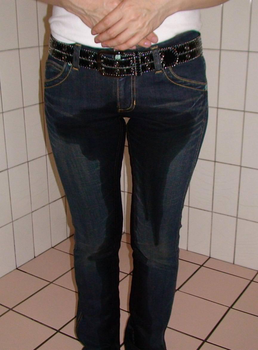 素人娘の放尿エロ画像プリーズwwwド変態な女ってガチで居るんだなwww 0720