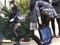 女子高生の街撮り黒パンスト!!寒い季節も楽しませてくれるJKストッキングwwwwww