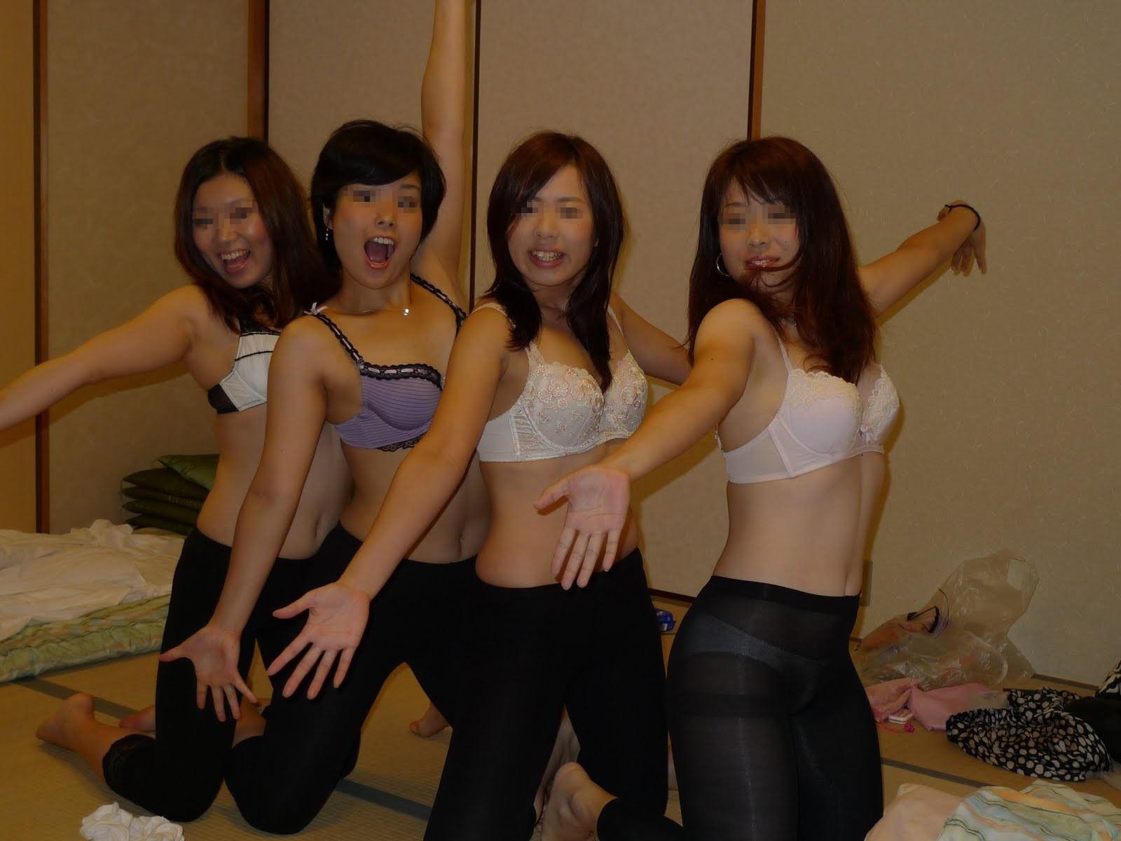 素人達の大胆なおふざけ画像www女の子同士ではしゃぐとすぐお尻を出す件www 1403