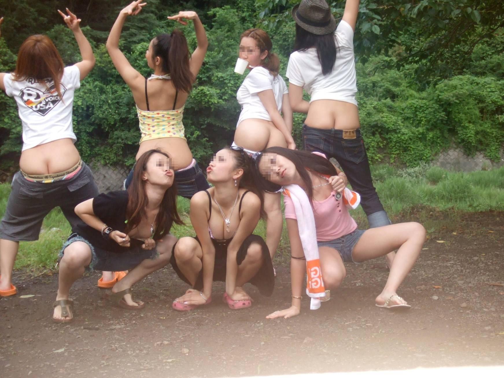 素人達の大胆なおふざけ画像www女の子同士ではしゃぐとすぐお尻を出す件www 1408