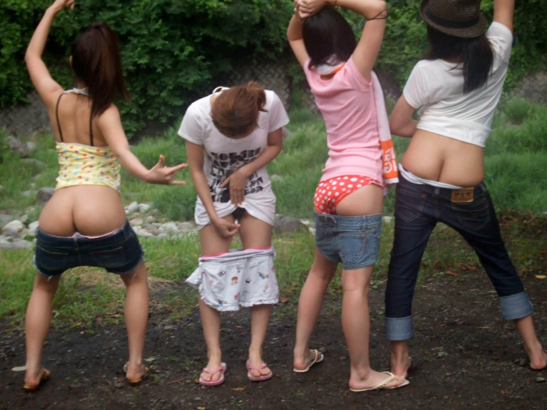 素人達の大胆なおふざけ画像www女の子同士ではしゃぐとすぐお尻を出す件www 1412