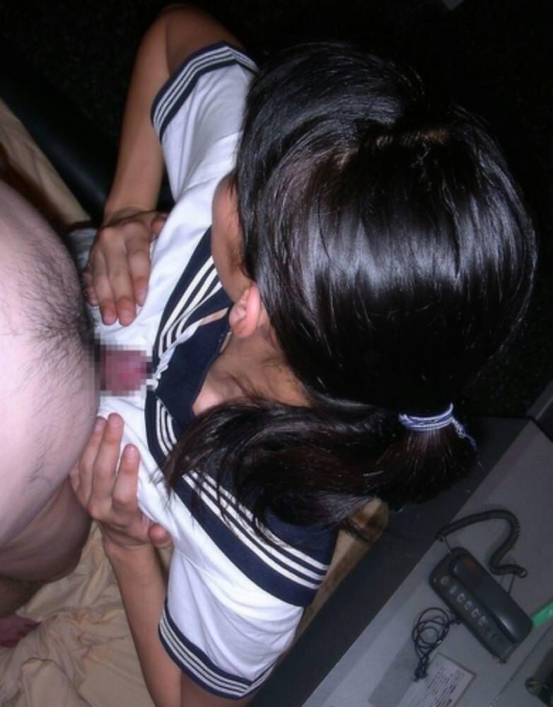 彼氏を繋ぎ止めるために素人娘が必死のパイズリwww巨乳だからこそできるパイズリご奉仕www 1712