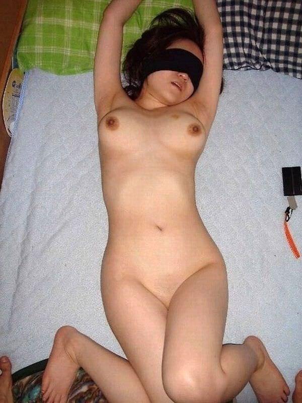 若気の至り!!10代の頃に元カノのプリプリな裸体を写メったエロ画像うpして晒すwwww 1822