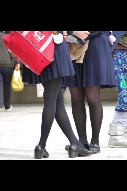 女子高生の街撮り黒パンスト!!寒い季節も楽しませてくれるJKストッキングwwwwww PedralF