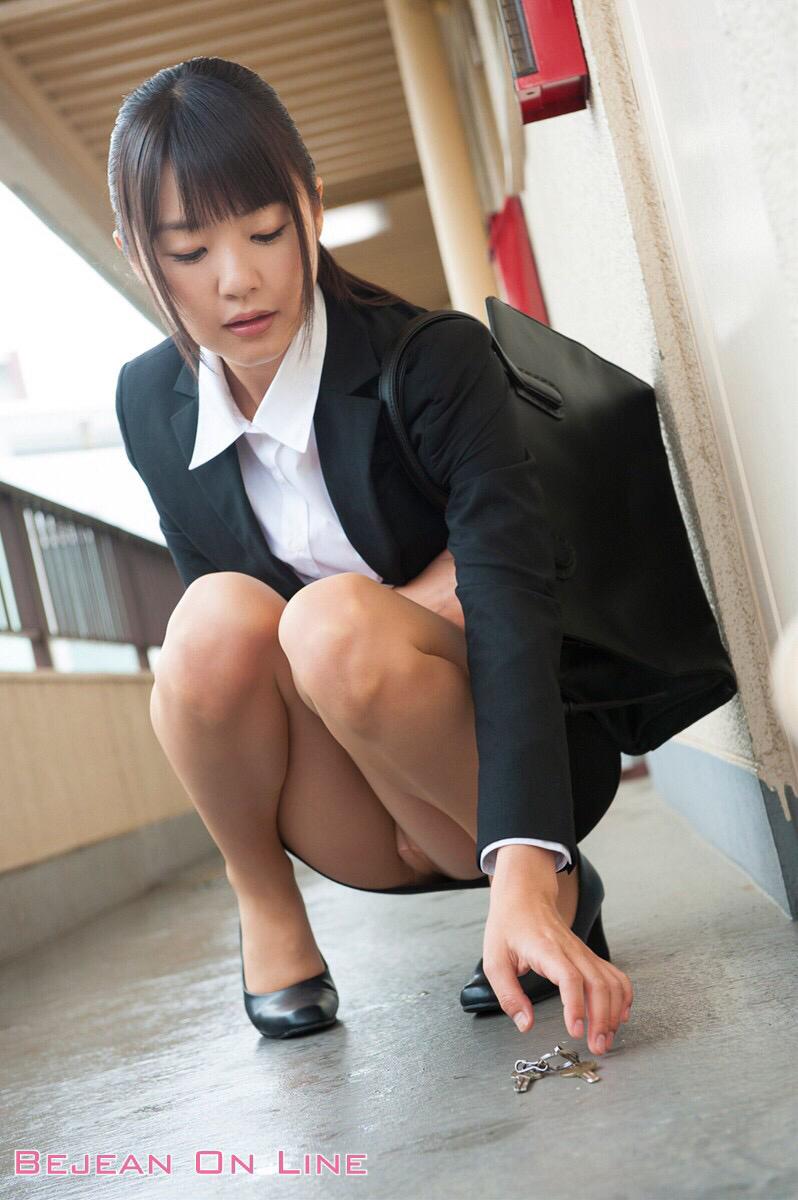 通勤中にタダで見れる天然物のJKとOLの生脚ってwwwwwww R3GGQNV