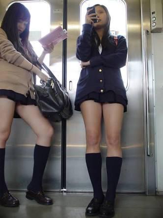 通勤中にタダで見れる天然物のJKとOLの生脚ってwwwwwww Rf39G5s