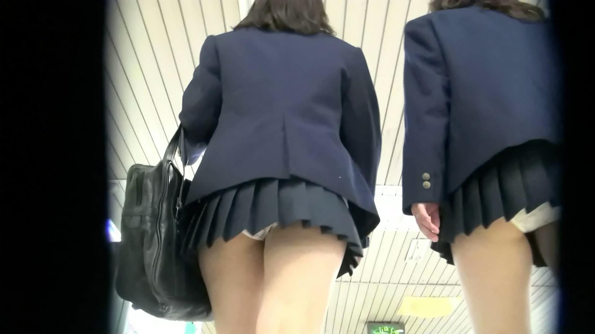 パンツも太ももも可愛い女子高生に萌えるwwwwwww XzuOi4D