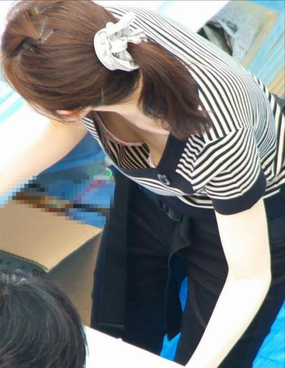 職場のブラチラ・パンチラ・胸チラ画像と体験談wwwww 001