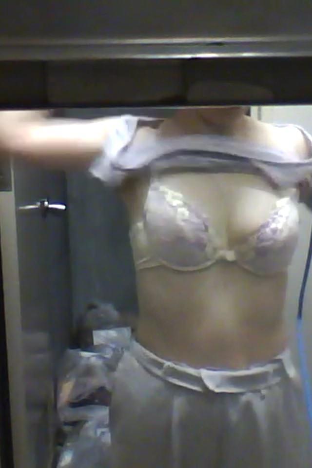 会社の女臭い女子更衣室wwwOLガチ盗撮りしまくりwww 0707