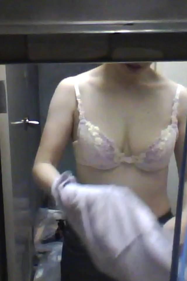 会社の女臭い女子更衣室wwwOLガチ盗撮りしまくりwww 0708