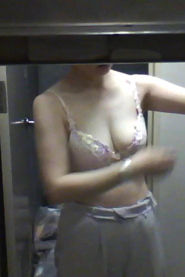 会社の女臭い女子更衣室wwwOLガチ盗撮りしまくりwww 0710