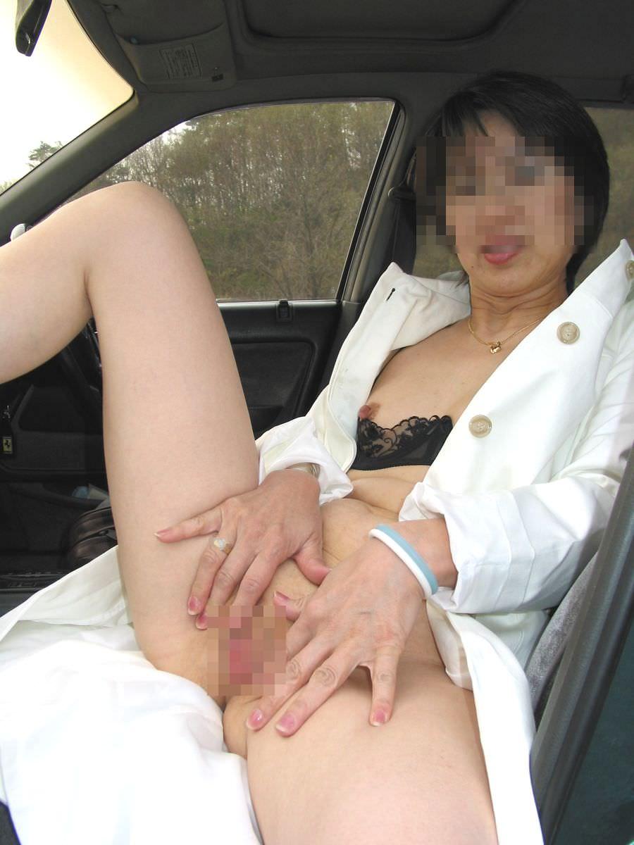 上司の奥さんと不倫中www車で落ち合って人妻とカーセックスしまくりwww 1003