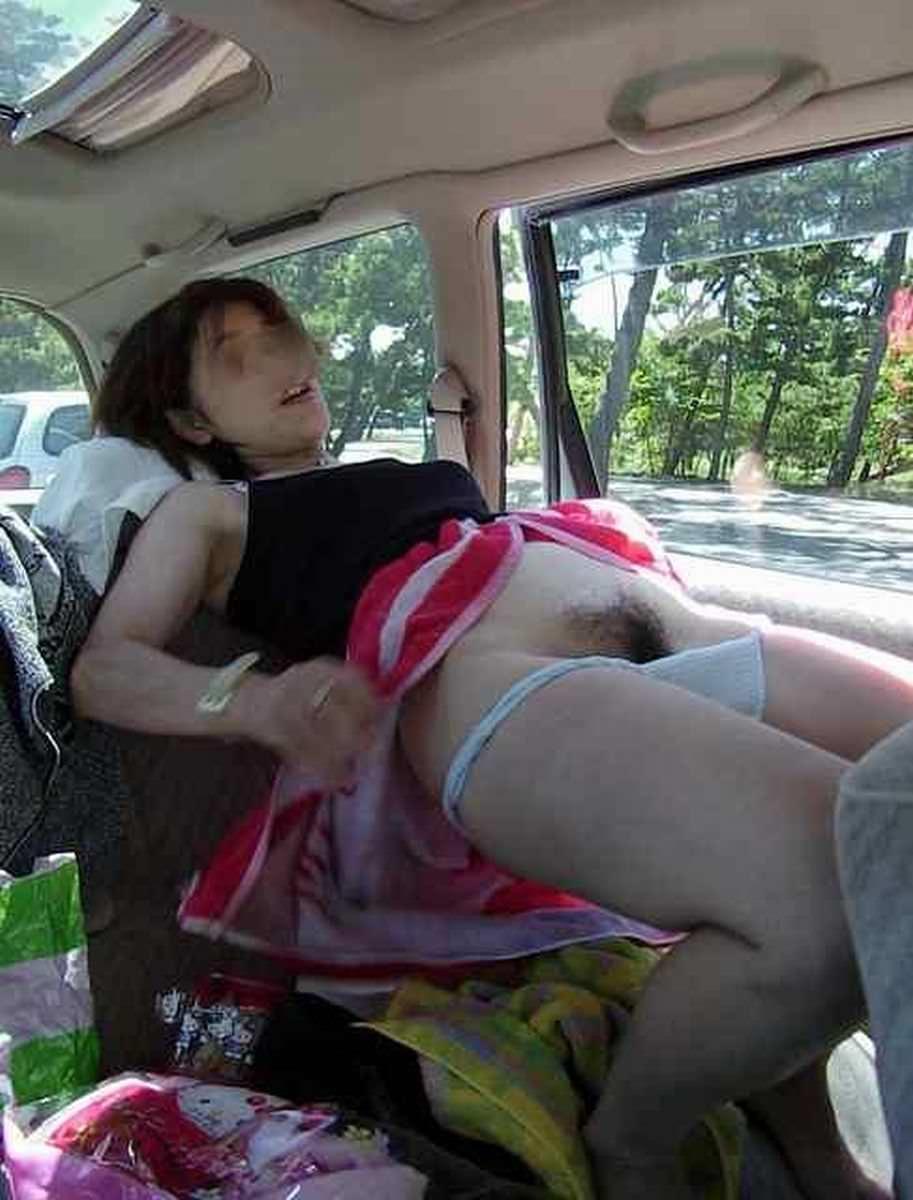 上司の奥さんと不倫中www車で落ち合って人妻とカーセックスしまくりwww 1008