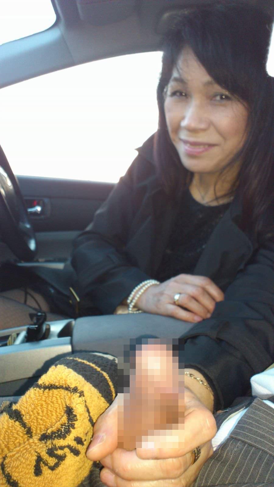 上司の奥さんと不倫中www車で人妻とカーセックスしまくる素人エロ画像 1011