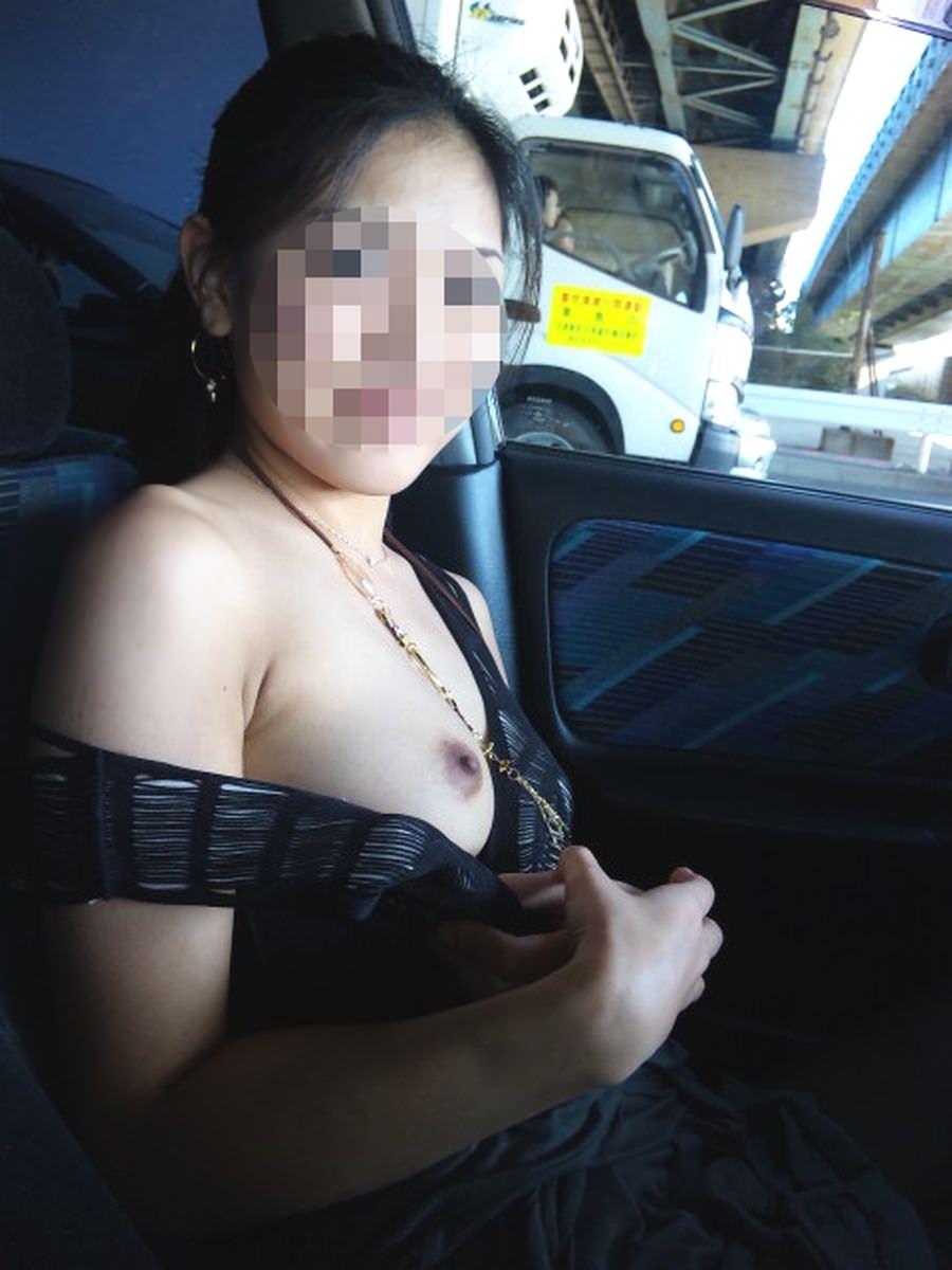 上司の奥さんと不倫中www車で人妻とカーセックスしまくる素人エロ画像 1015