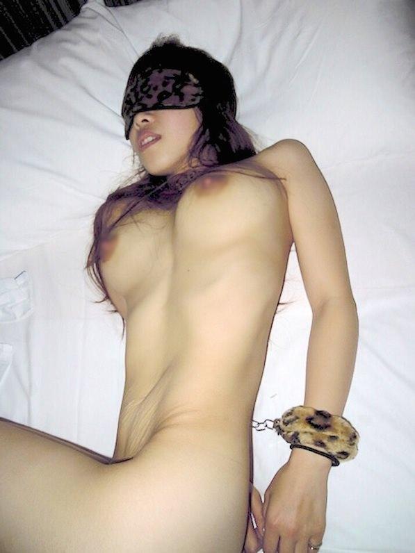 処女膜貫通したばかりのマン毛剛毛な10代素人娘www早速ヤリチンにハメ撮りされてて草www 1941