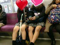電車で女子高生のムチムチ生脚撮ったったwwwwww
