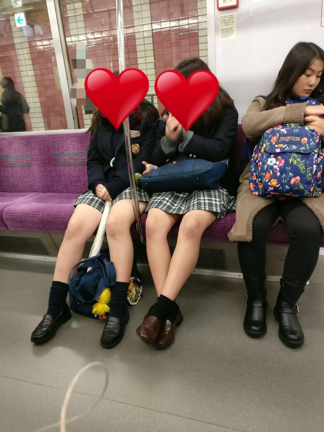 電車で女子高生のムチムチ生脚撮ったったwwwwww XOPHUlO