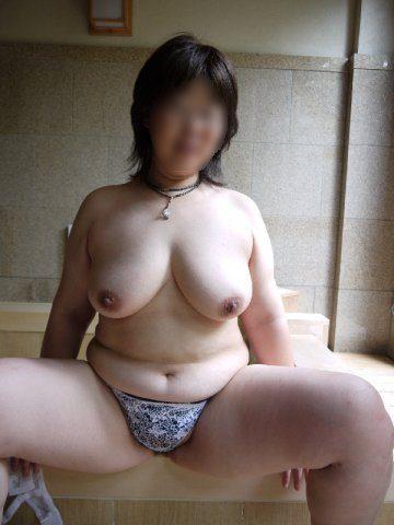 ふくよかで肉厚な身体とデカイおっぱい!!!熟女の巨乳はエロくてたまりませんwww 0404