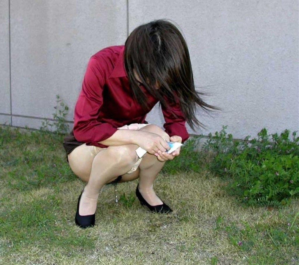 マジかわえぇwwwギャルのおしっこ!!!放尿する素人娘の画像って興奮するよねwwww 08 1