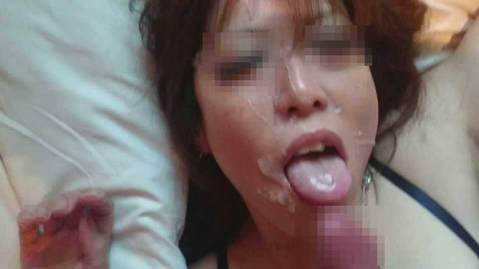 奥さんに精子をぶっかけて優越感wwwいつも威張ってるから顔射でお仕置きwww 1077