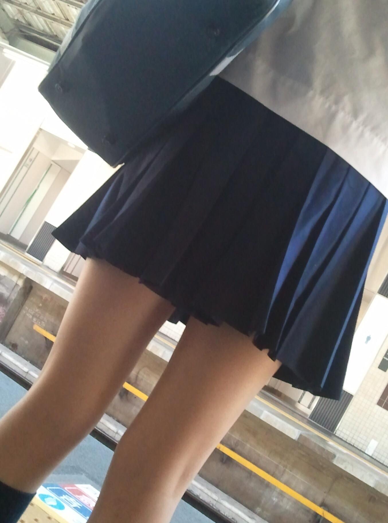 スカートが短すぎるミニスカJK画像スレwwwwwwwww anbvxe4
