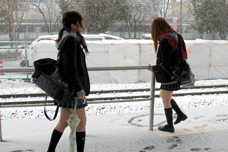 最近の女子高生も相変わらずエッチな姿してますね。 cMnn3K0
