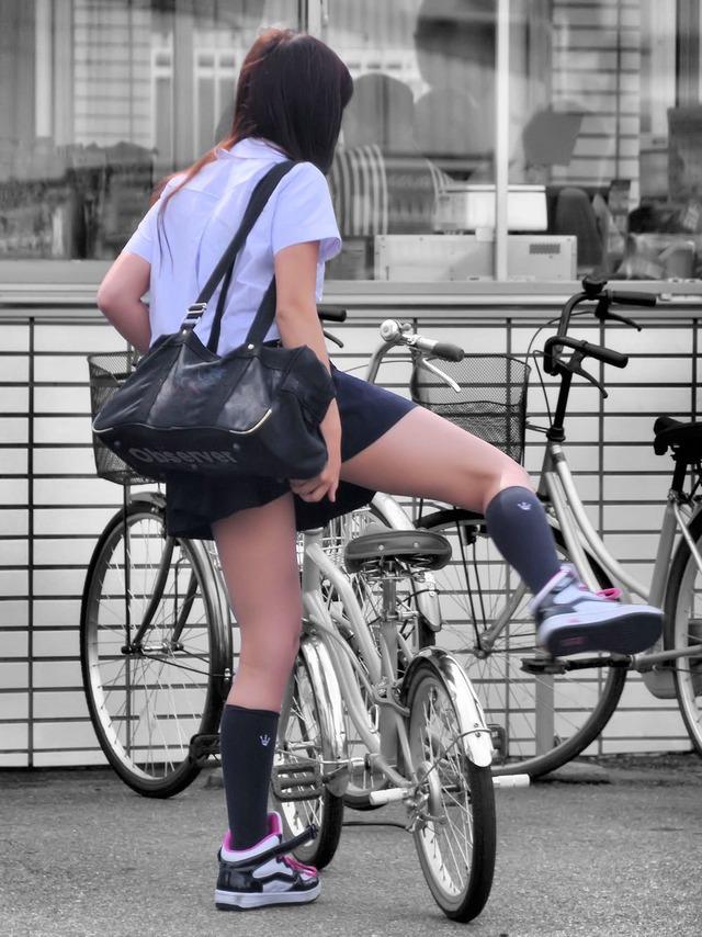 スカートが短すぎるミニスカJK画像スレwwwwwwwww fDc3Bzc