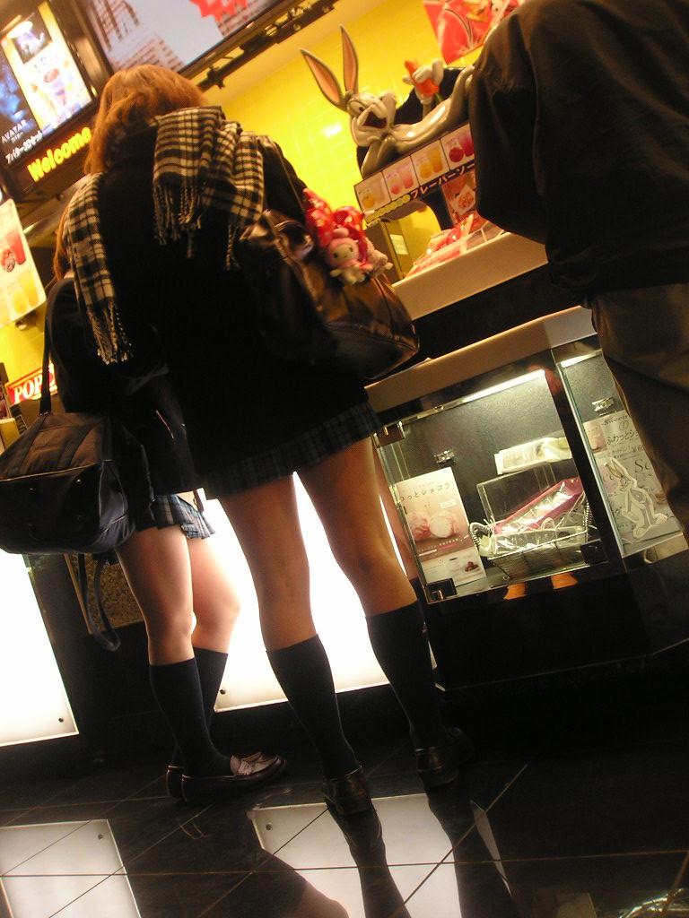スカートが短すぎるミニスカJK画像スレwwwwwwwww m9vckyM