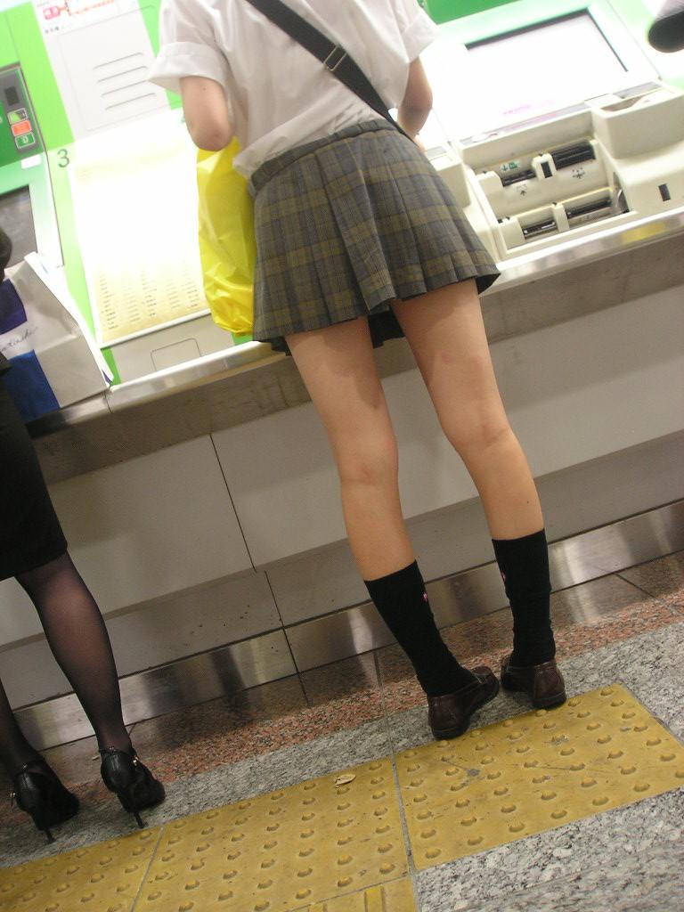 こんなエロいJKどこにいんのかねぇ~???女子校生のエッロい生脚画像www mTSK4A4