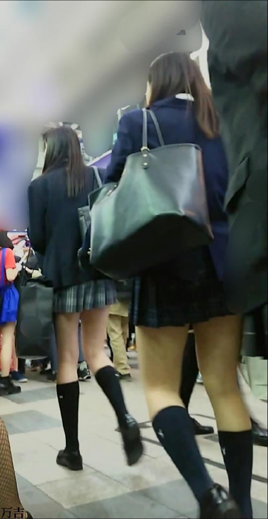 スカートが短すぎるミニスカJK画像スレwwwwwwwww tDb3Gny