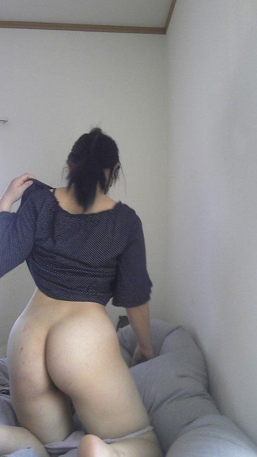 俺好みのバック尻の素人エロ画像貼ってくwwwwwwwwwww 018
