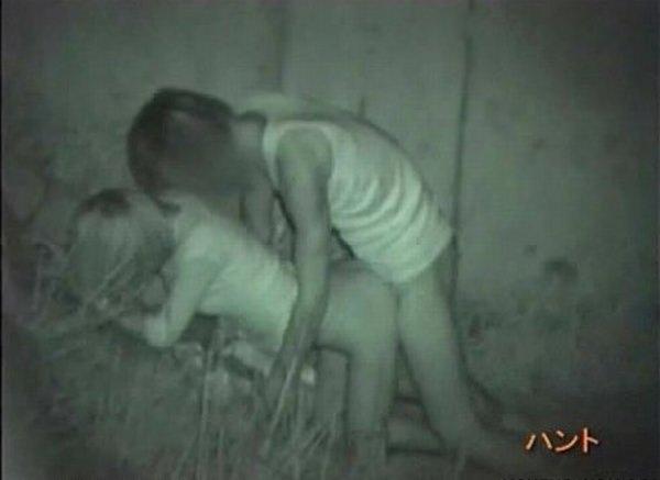 おいおい、夜の公園で青姦してる奴多すぎwwwセックス気持ちいけど場所考えようぜwww 1221