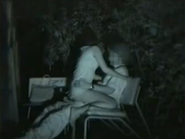 夜の公園で青姦してる奴多すぎwwwセックス夢中で隠し撮りされてるのに気づいてないwww 1222