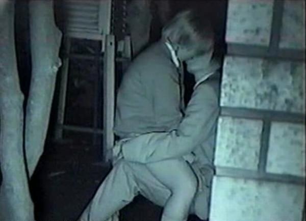 おいおい、夜の公園で青姦してる奴多すぎwwwセックス気持ちいけど場所考えようぜwww 1223