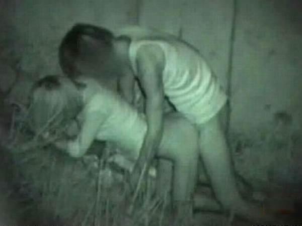 おいおい、夜の公園で青姦してる奴多すぎwwwwwwSEXキモチいけど所考えようぜwwwwww