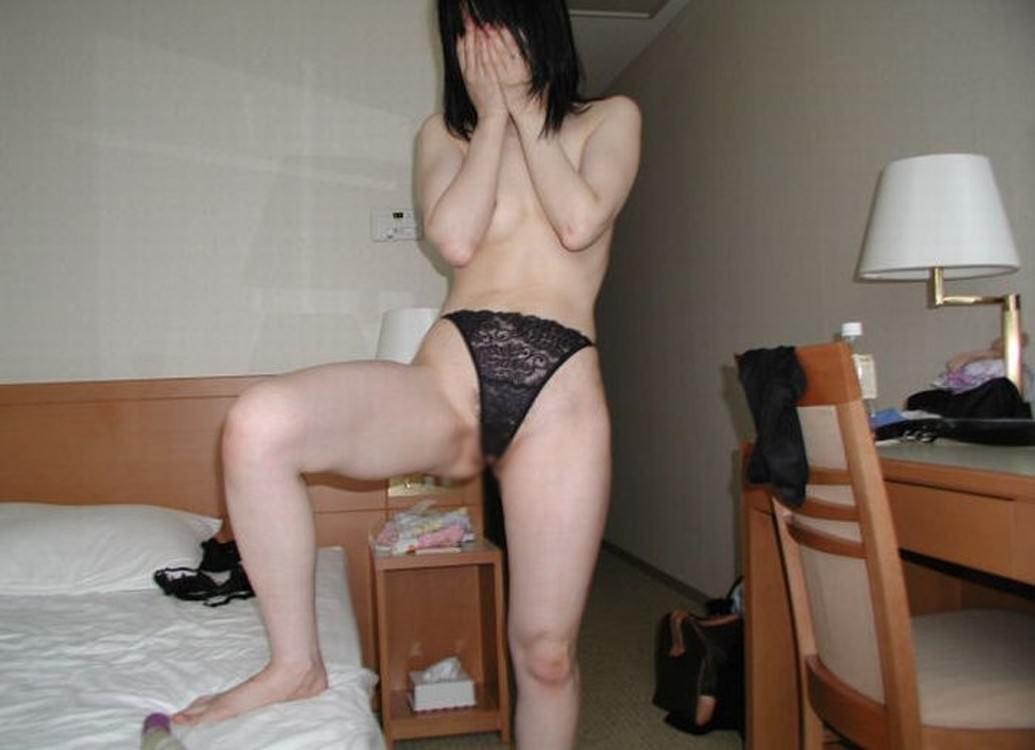 旦那の前では絶対に着ないエロ下着www間男の前では過激になれる不倫妻の下着姿www 1621
