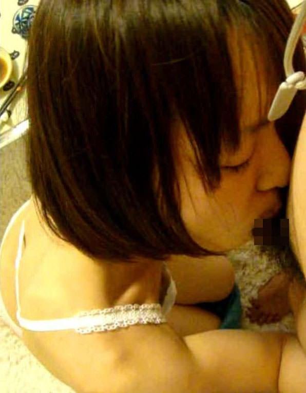 彼女の超絶フェラでザーメン出まくりwww唾液が絡んでオチンポ濡れ濡れwww 2208