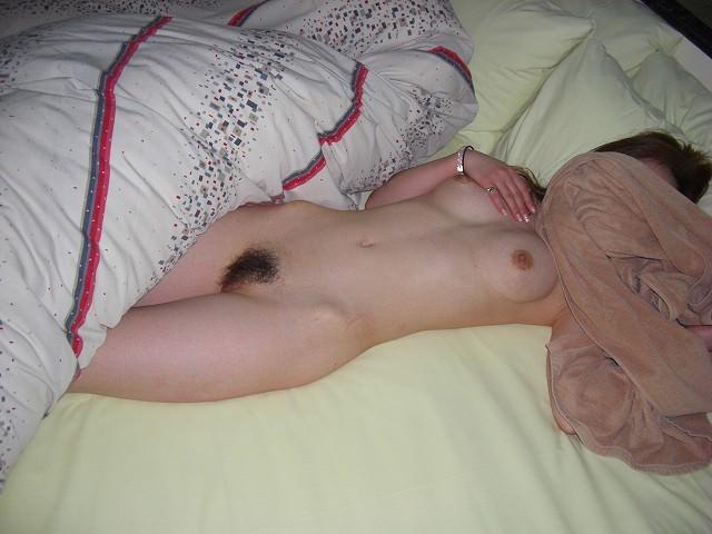 ナンパ師が人妻ばかりラブホに連れ込んで激写メwww顔隠したら撮らせるおバカな素人妻www 2335