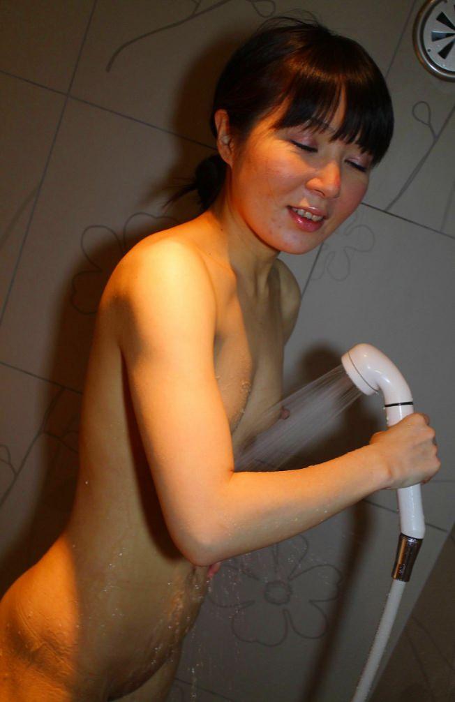 お風呂で全裸の嫁www素人エロ画像の撮影してみましたwww 2404