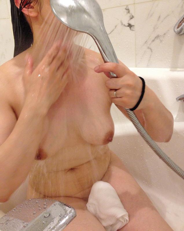 お風呂で全裸の嫁www素人エロ画像の撮影してみましたwww 2413