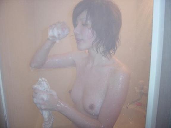 お風呂で全裸の嫁www素人エロ画像の撮影してみましたwww 2418