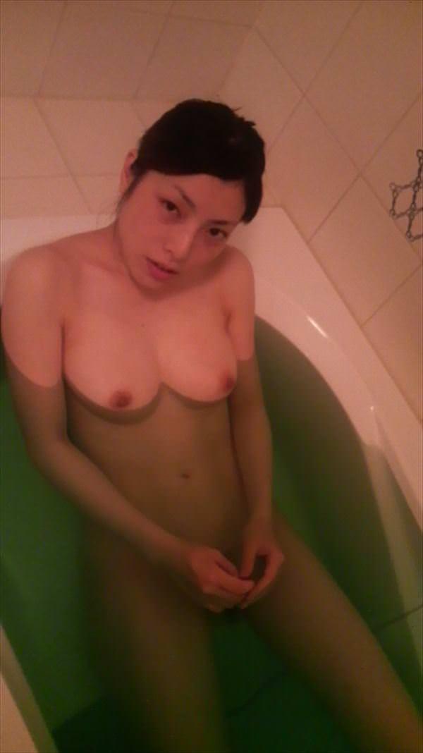お風呂で全裸の嫁www素人エロ画像の撮影してみましたwww 2420