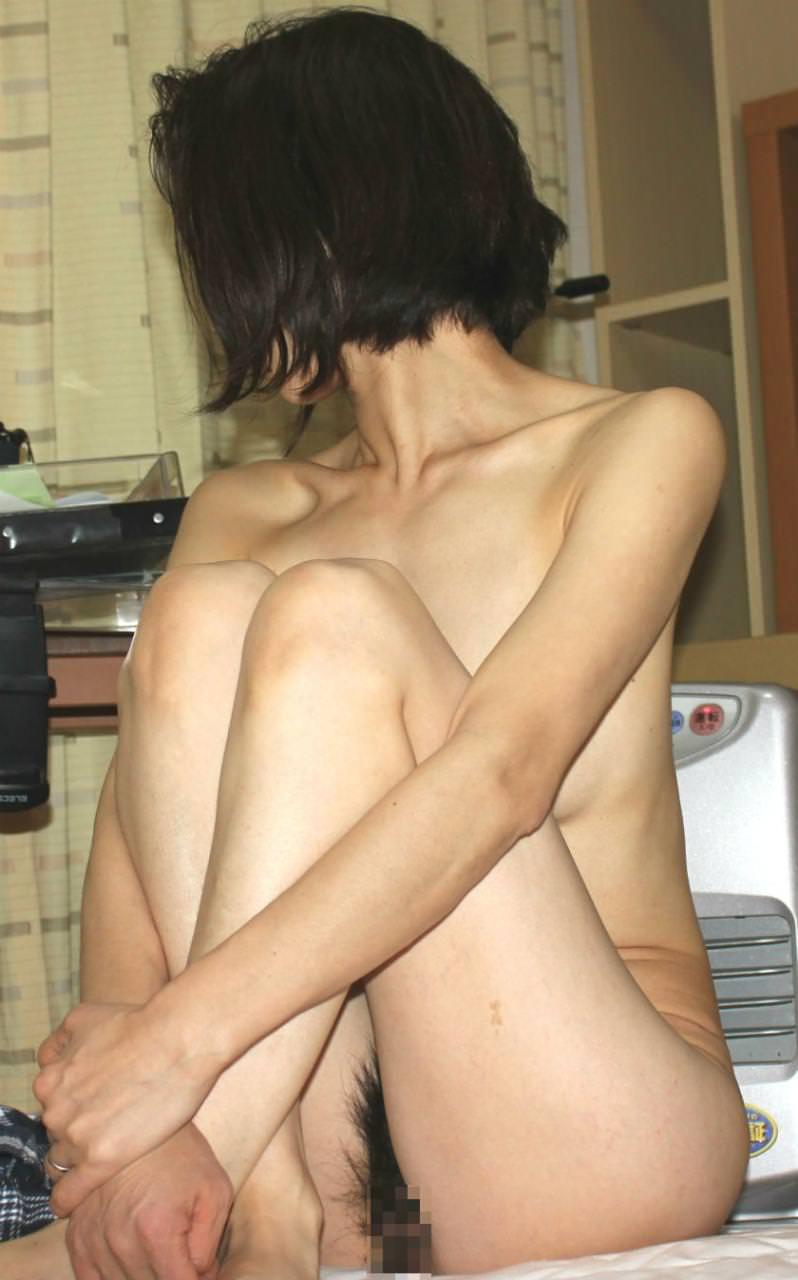 ムダ毛が処理されてないぞぉーwww手抜きをはじめた熟女のオマンコ写メwww 2527